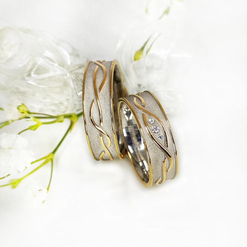 Eheringe - Weißgoldring mit Gelbgold Ornament und 3 Brillanten
